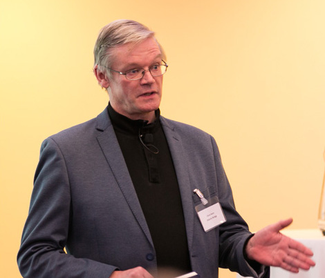 Dr-Chris-Horn-at-the-DIT-IADT-New-Frontiers-Showcase.jpg